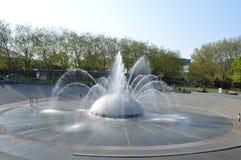 Wasser-Brunnen und pazifische Wissenschafts-Mitte in Seattle Lizenzfreies Stockfoto