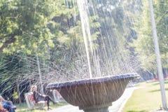 Wasser, das überall verbreitet stockfotos