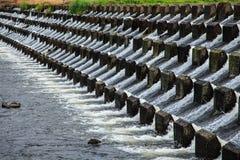 Wasser, das unten gießt Lizenzfreies Stockfoto