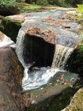 Wasser, das weg tröpfelt Lizenzfreie Stockbilder