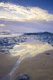 Wasser, das zum Ozean fließt Stockfoto