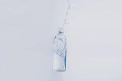 Wasser in der Flasche Stockbild