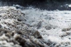 Wasser der flutartigen Überschwemmung stockfotos