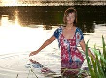Wasser der jungen Frau horizontal Stockbild