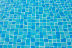 Wasser des Swimmingpools Lizenzfreie Stockfotografie