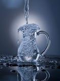 Wasser in einem Krug Stockfotografie