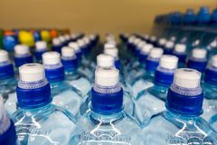 Wasser in einer Flasche Lizenzfreie Stockbilder
