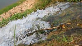 Wasser fällt unten stock video footage