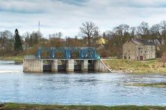 Wasser, Fluss, Zugang, Verdammung, hydraulisch, Markstein, Technik, Industrie, Bau stockfotografie