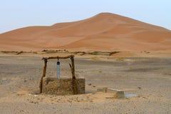 Wasser gut in Sahara Lizenzfreies Stockbild