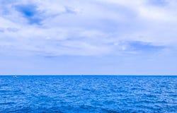Wasser, Himmel und Wolken Stockfotos