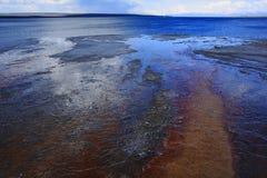 Wasser im gelben Stein Lizenzfreie Stockfotografie