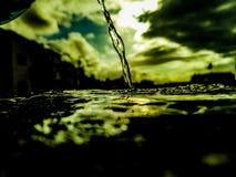Wasser ist die Quelle des Lebens lizenzfreie stockbilder