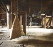 Wasser-Mühle - Tasche des groben Sackzeugs des Kornes/des Mehls Lizenzfreie Stockfotos