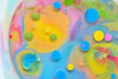 Wasser-, Milch- und Ölzusammenfassung Stockfotografie