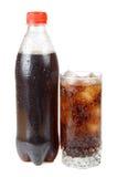 Wasser mit Eis im Glas Stockfotos