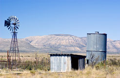 Wasser-Pumpe und Speicher lizenzfreies stockfoto