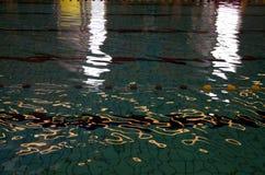 Wasser-Reflexionen lizenzfreies stockbild