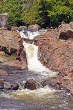 Wasser-Rutsche auf einem Wildnis-Fluss Stockfotos