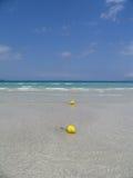 Wasser, Sand, Meer u. Himmel Stockbild