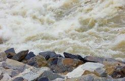 Wasser schaukelt Gefahrengefährlichen Ungewissheitstumult Stockbilder