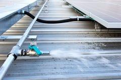 Wasser-Schlauch-Schellfisch für Sonnenkollektor-Reinigung lizenzfreies stockbild