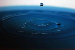 Wasser-Spritzen lizenzfreie stockfotografie