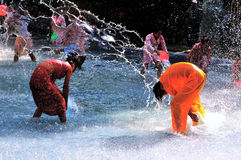 Wasser-Spritzen des Festivals Stockfotografie