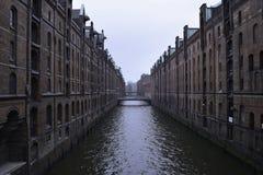 Wasser-Straße im Hafen von Hamburg Lizenzfreies Stockfoto
