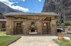 Wasser-Tempel an den Ollantaytambo-Inkaruinen - Ollantaytambo, heiliges Tal, Peru stockfotografie