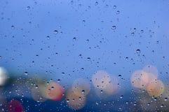 Wasser-Tröpfchen mit Bokeh lizenzfreie stockfotografie