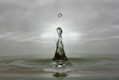 Wasser-Tropfen-Makro Lizenzfreie Stockbilder