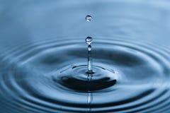 Wasser-Tropfen-Plätschern Stockbild