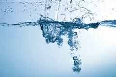 Wasser, Tropfen, sprüht, spritzt, strömt, fließt, Abstraktion, halbe Note Lizenzfreies Stockbild
