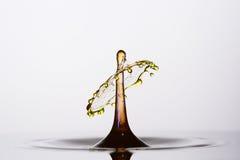 Wasser-Tropfen-Zusammenstoß-Nahaufnahme Stockfoto