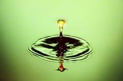 Wasser-Tropfen-Zusammenstoß-Nahaufnahme Stockfotografie
