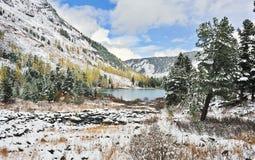 Wasser und Berge Lizenzfreie Stockfotografie