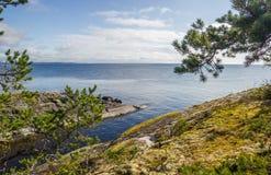 Wasser und Himmel Autumn Landscape lizenzfreie stockbilder