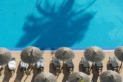 Wasser und Regenschirme Stockbild