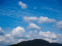 Wasser-Verdammung, heller Himmel Stockfoto