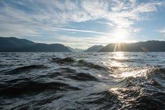 Wasser von Gebirgssee Lizenzfreie Stockfotos