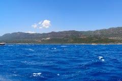 Wasser von Mittelmeer vor der türkischen Küste Stockfotografie