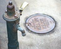 Wasser-Zapfen und Meter Stockbilder