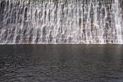 Wasser zum Abflusskanal der Verdammung Lizenzfreies Stockbild