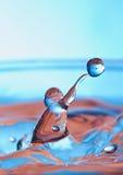 Wasserabbildung des Basketballs stockbild
