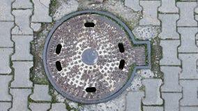 Wasserabdeckungsabdeckung auf der Straße stockbilder
