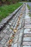 Wasserablaß gebildet von den Steinen stockbilder