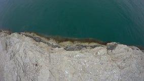 Wasseraufnahmenkanal vom Meer stock footage