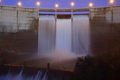 Wasserauslauf in einem Elektrizitätswerk in Segovia Spanien stockbilder