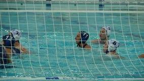 Wasserballfrauen, Zielball in das Netz stock footage